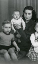 Benedetta-bambina-con-la-famiglia-I-genitori-Elsa-e-Guido.-I-fratelli-da-sinistra-Leonida-Gabriele-Manuela-e-Benedettai