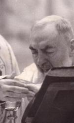 Padre Pio durante la messa