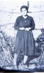 Natuzza-Evolo-a-20-anni-al-tempo-del-suo-matrimonio