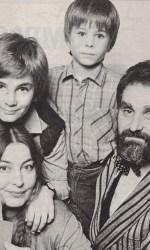 2-Stefan-a-nove-anni-con-il-padre-Zoranla-madre-Lydia-e-il-fratellino-Philip