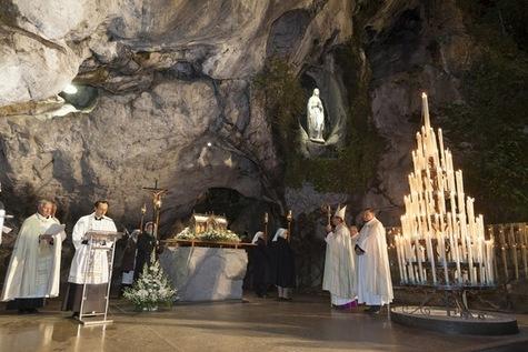 Le-maire-de-Lourdes-invite-le-pape-Francois_article_main